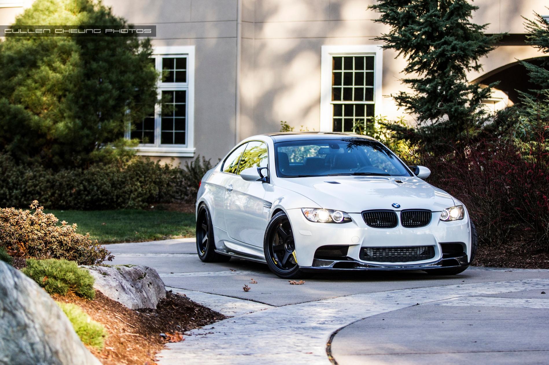 серо-белая BMW  № 477592 бесплатно